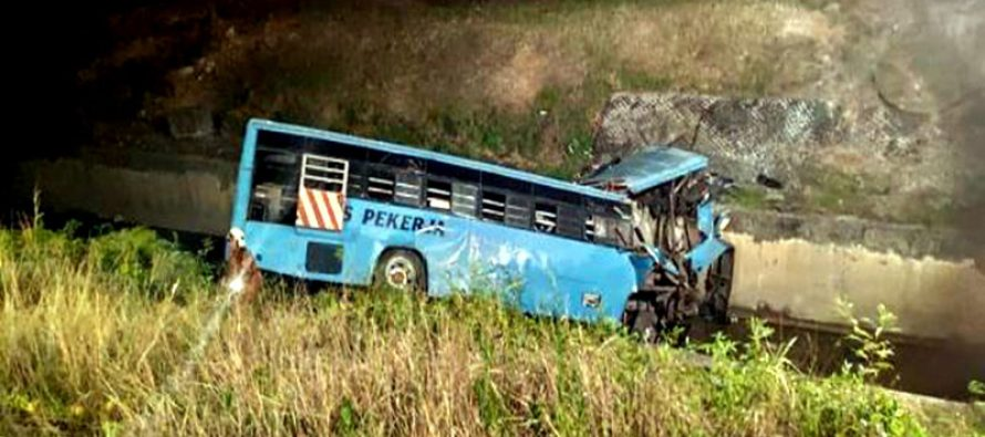 5 Bangladeshis among 11 killed in Malaysia bus plunge