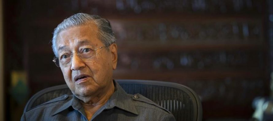 Mahathir : Government can tackle fake news