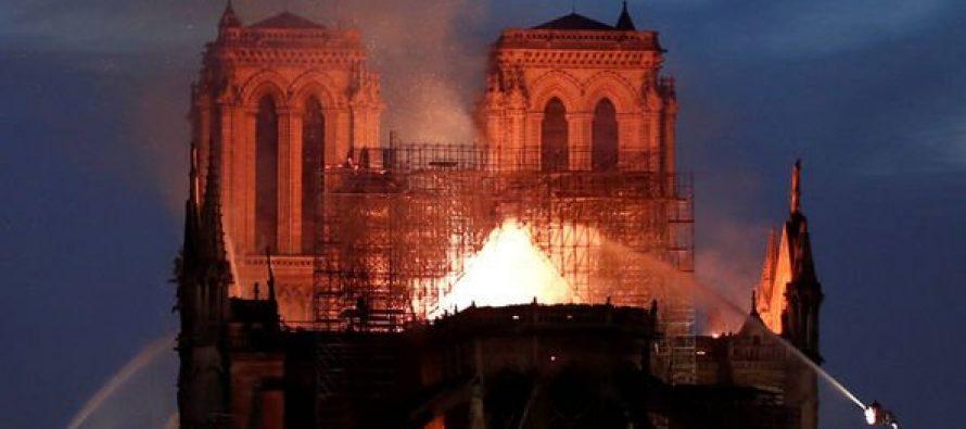 Exact moment Notre Dame Paris spire fell