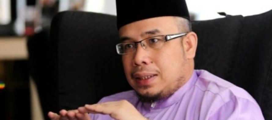 Asri remains defiant after being called deaf by Dr Mahathir