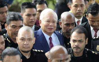 Najib arrives for trial