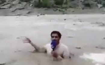 Pakistani journo gets into flooded river for report.
