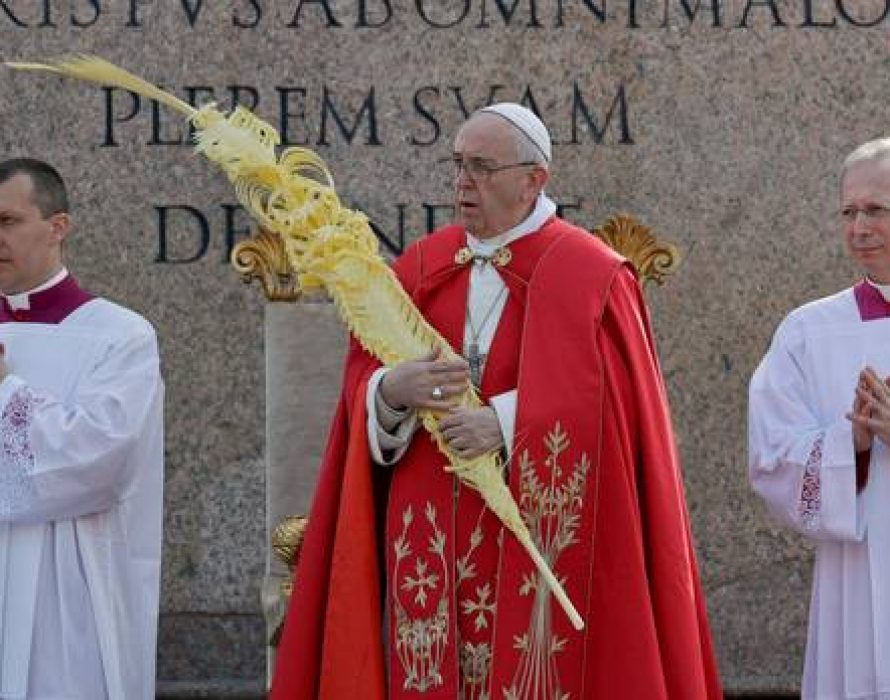 Pope Francis leads Catholics into Easter with vigil Mass