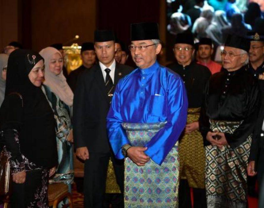 Agong visits Sarawak Islamic Council Complex