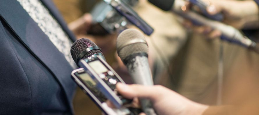 Professional media helps curb the spread of fake news