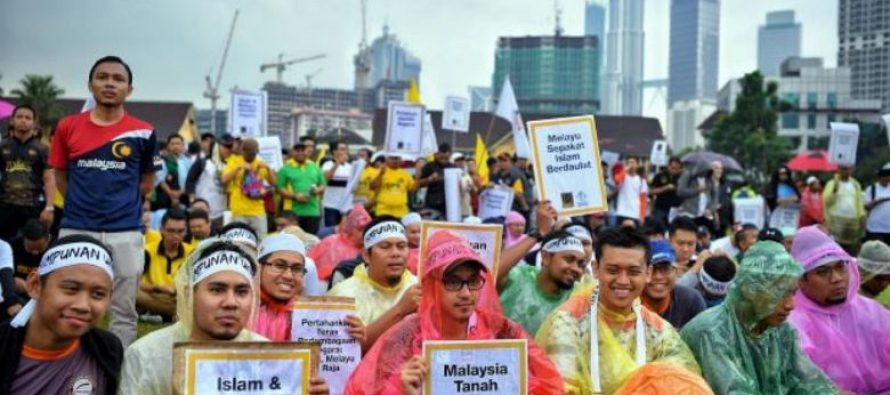 Police to investigate organisers of 'Protect Islam' rally