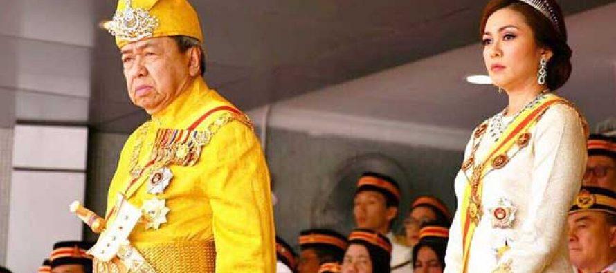 Selangor sultan suspend Najib, Rosmah state awards
