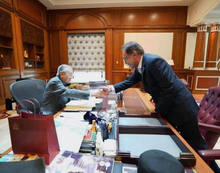 Anwar, Dr M all out on war against corruption