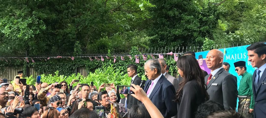 Wit and humour at Dr Mahathir's Oxford talk