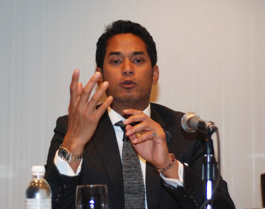 Khairy: Look away from sordid news on politics