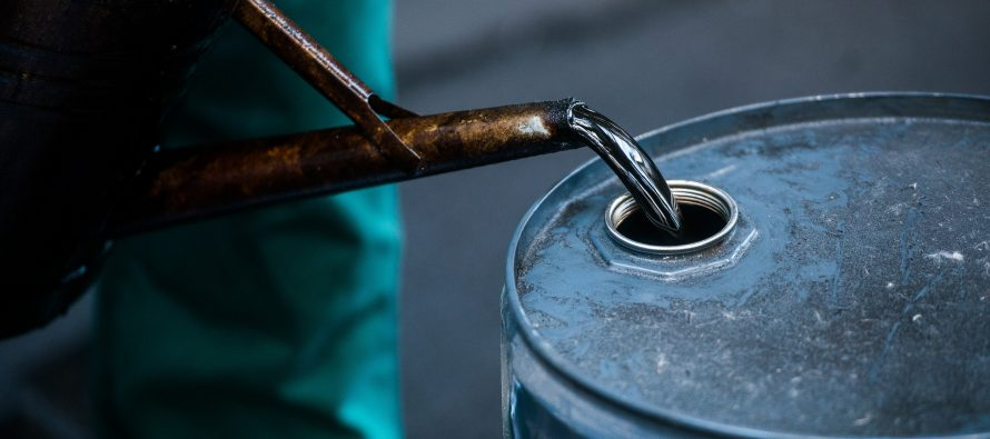 Oil prices pressured by bearish economy