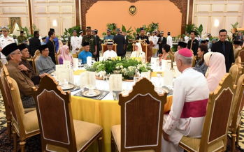 King attends Aidilfitri feast at Istana Negara