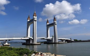 Drawbridge a crowd-puller for Terengganu