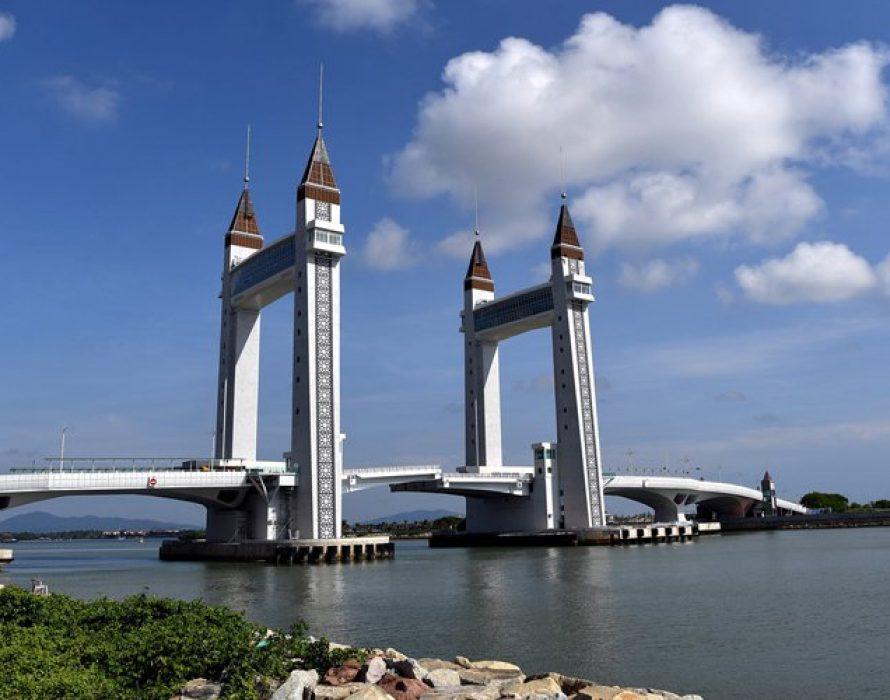 Drawbridge a crowd-puller for Terengganu