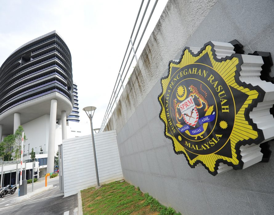 Johor MACC nabs two for attempted bribery
