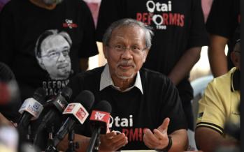 Sex video: Take a break Azmin, says pro-Anwar group