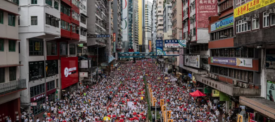 Hundreds of thousands protest against China extradition bill