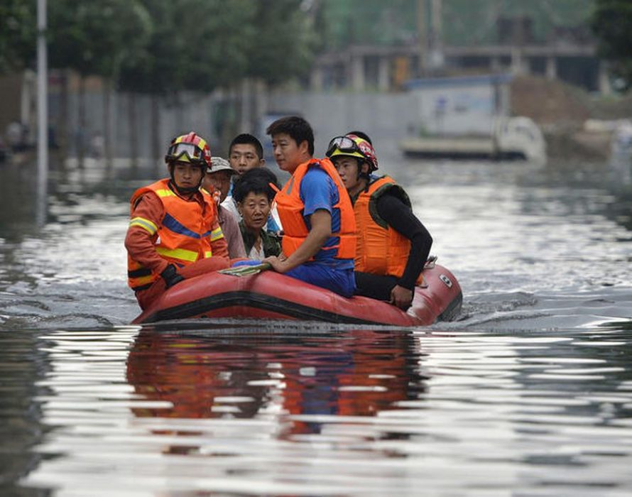 China flood death toll hits 61, over 350,000 evacuated