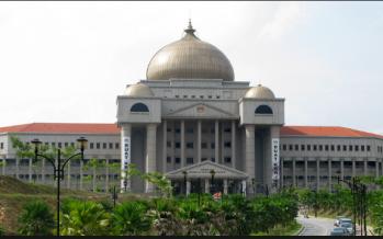 Najib's SRC trial adjourned following bomb threat