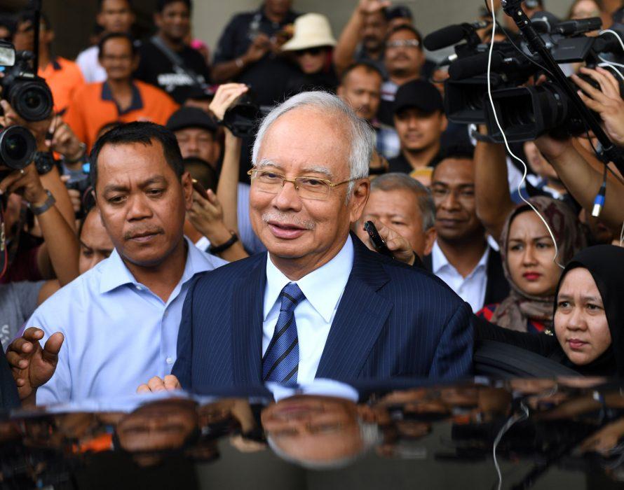 Najib turns his guns on Nazri Aziz