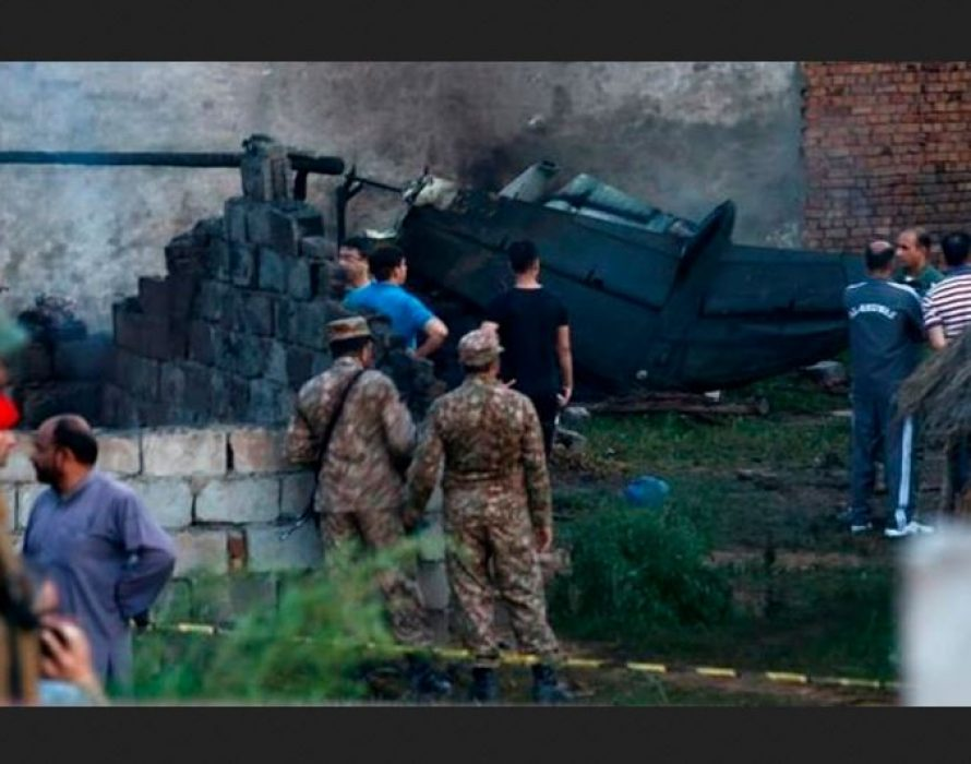 17 killed in Pakistani military aircraft crash
