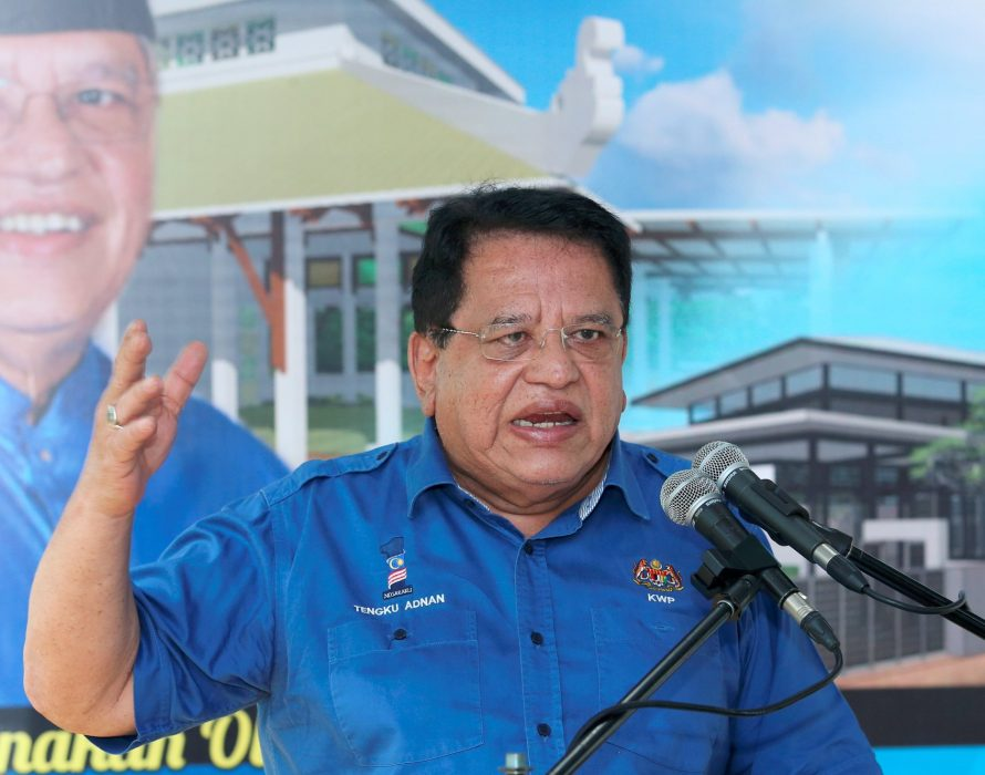 Tengku Adnan gave up to RM300,000 monthly for Umno