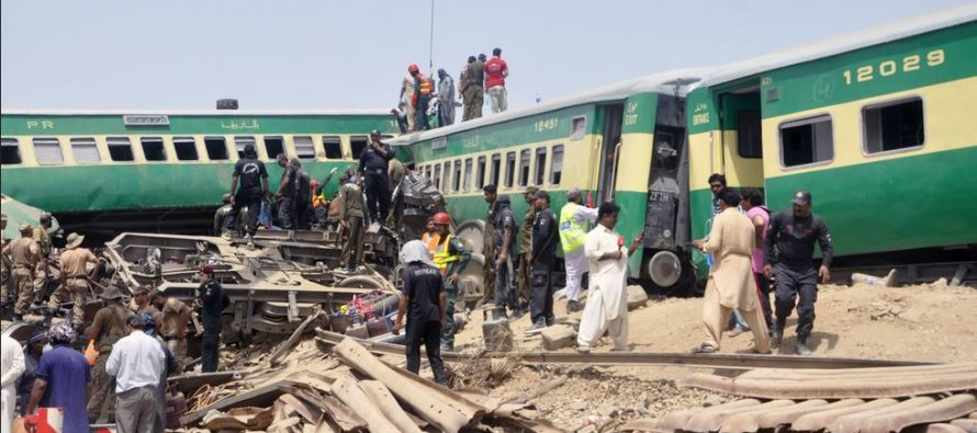 Death toll in Pakistan train collision rose to 23