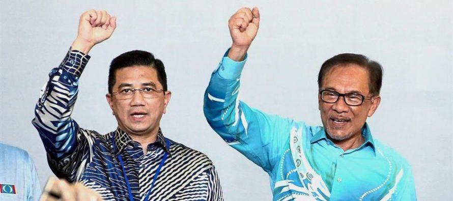 Anwar-Azmin infighting: Investors opting for Vietnam over Malaysia?