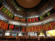 KLCI soars higher but stays below 1,600 points