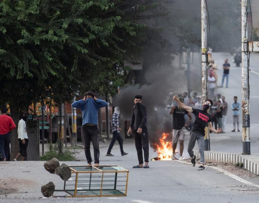 Don't turn Kashmir into a huge prison! Stop the repression now!
