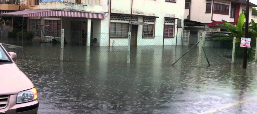 Heavy rain triggers flash floods in central Perak