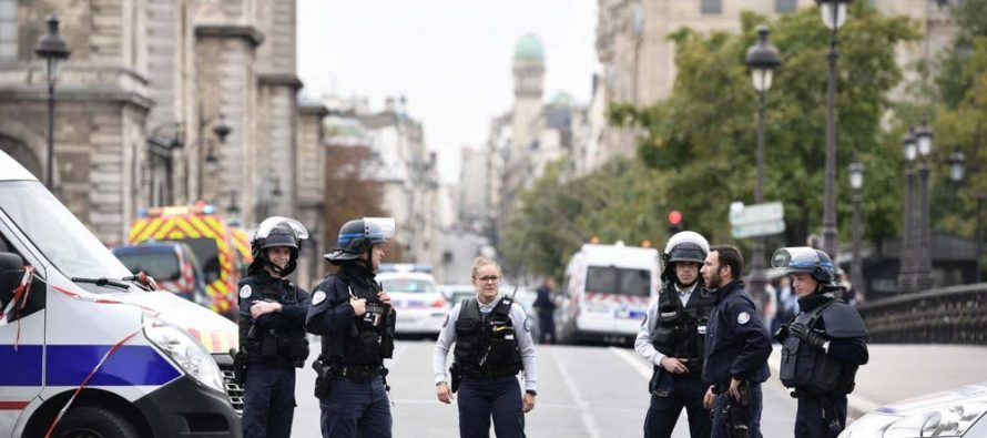 Paris attack: 'Two female cops' among 4 killed in blood-soaked knife rampage