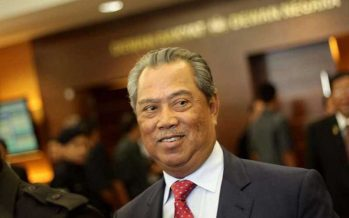 Muhyiddin gives thumbs up to voting process