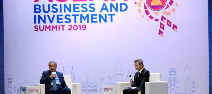 Dr M captivates international audience at ASEAN Summit