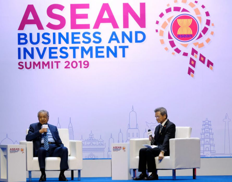 Dr M captivates international audience at ASEAN Summit