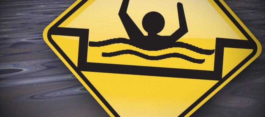 Toddler drowns after falling into the sea