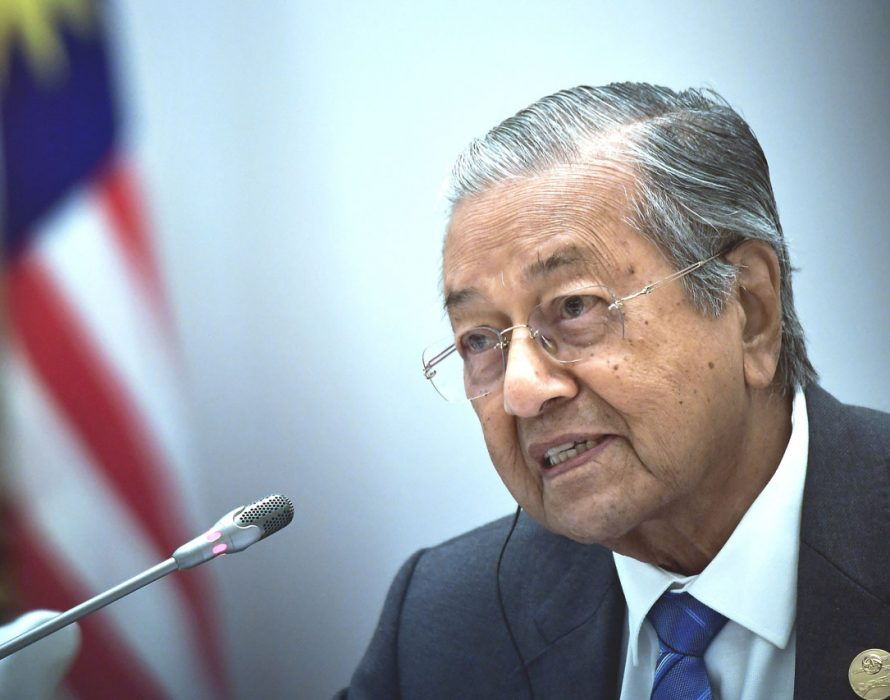 Govt seeking to resolve ringgit's depreciation issue – Dr M