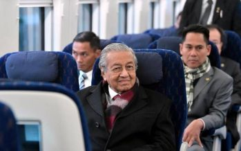 Tun M visits Petronas' second floating LNG vessel