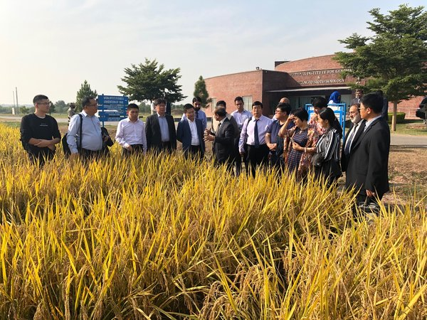 Scientific research experts and representatives of agricultural enterprises from China visit the National Institute for Genomics & Advanced Biotechnology at the invitation of the Ministry of National Food Security & Research.