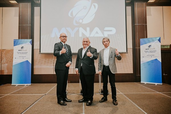 (left to right) Masakazu Kobayashi, President, NTT MSC Sdn Bhd, Henrick Choo, CEO, NTT Ltd. Malaysia and Mr. Katsuyasu Toyama, Executive Vice President & Representative Director of JPNAP at the launch of MYNAP Malaysia's next internet exchange.