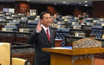 Tg Piai's Wee takes oath as member of Dewan Rakyat
