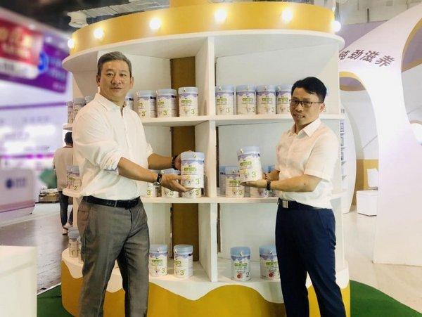 Eurlate Vice GMBD Mr. ChenHong (Left) Ausnutria Group COO Mr. Deng Shenhui (Right)