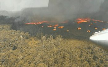 Thousands of people trapped in Australian coastal town by huge wildfires