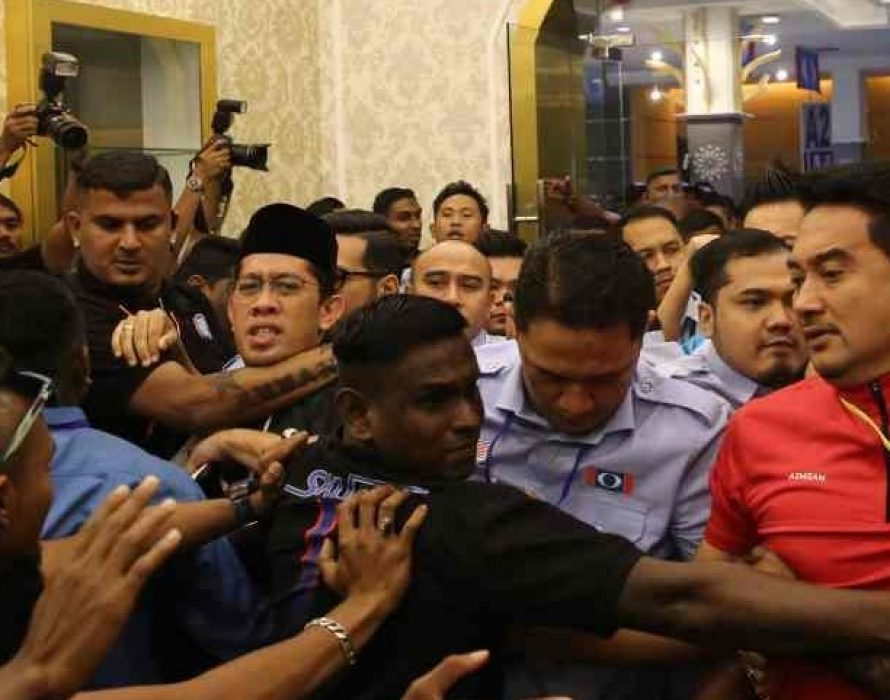 Chaos at PKR youth congress as factions clash, Azmin calls for unity