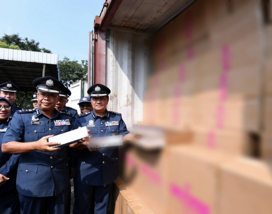 Customs foils attempt to smuggle in RM1.53 million worth of ciggies