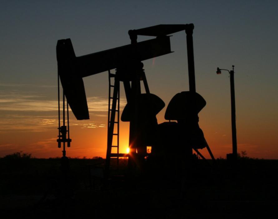 Oil tumbles as investors rethink Mideast disruption risk