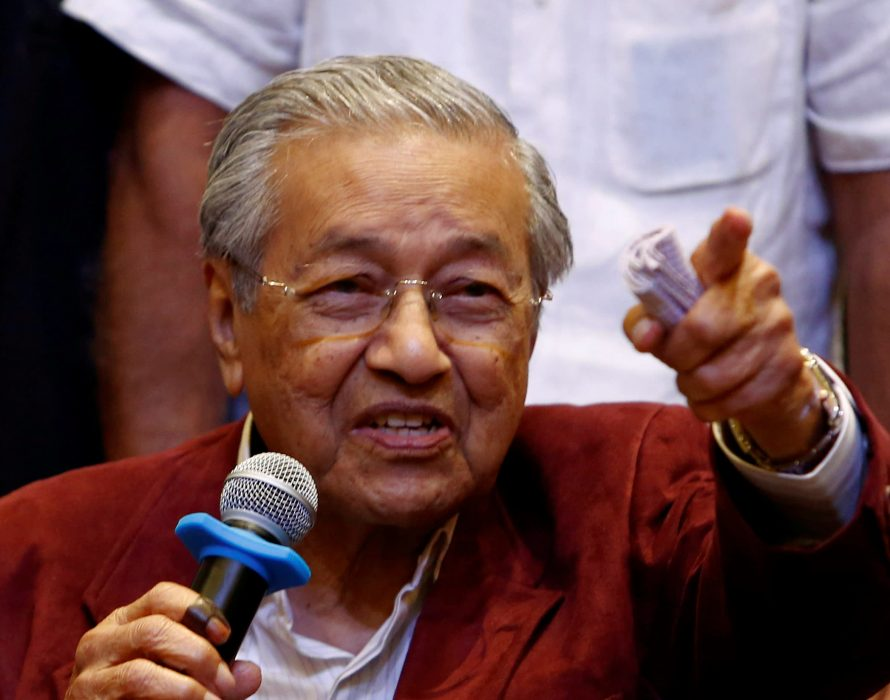 Mahathir wonders whether Okinawa's cooperative shop would work in Malaysia