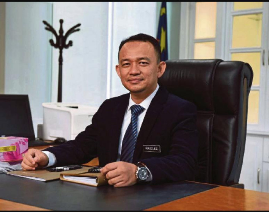 Maszlee: The sincere man behind the 'black shoes'