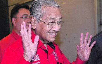 Dr M resumes duty at PMO, all smiles with the press