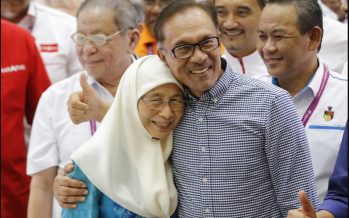 Anwar, DPM to meet Agong tomorrow, MIC says Azmin is no more PKR member